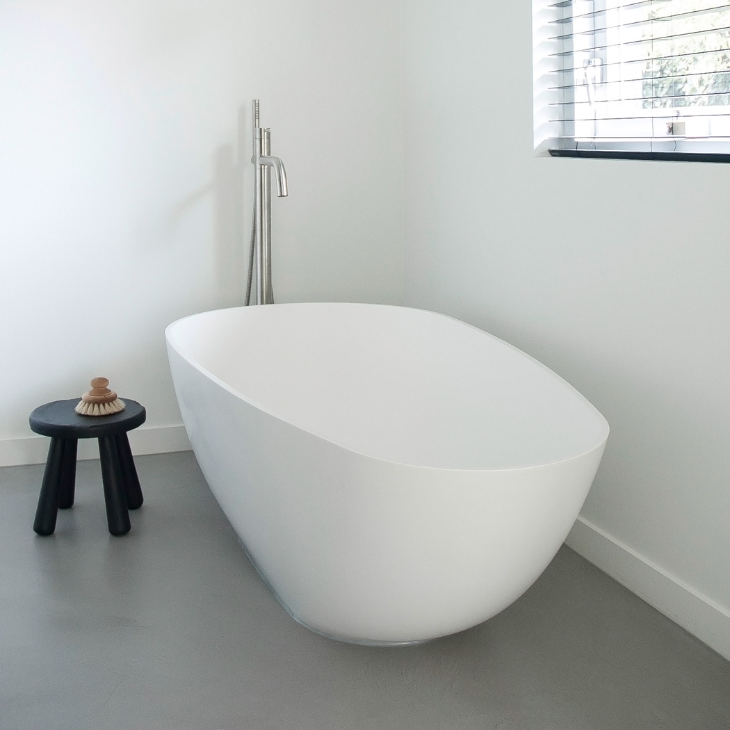 Baths by Clay - Timeless HI-MACS (solid surface) made to measure washbasin, freestanding solid surface Ark bathtub